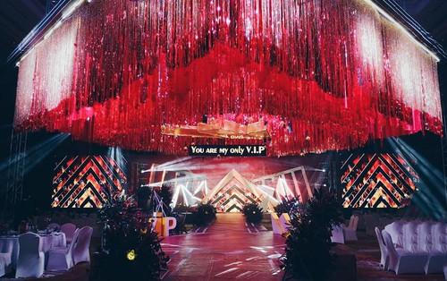 Khi cô dâu và chú rể đều là fan Big Bang: Sân khấu ngập tràn sắc đỏ, hoa cưới cũng chính là lightstick