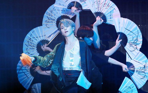 """Lịch sử lặp lại: Jimin (BTS) """"gây bão"""" toàn cầu, lọt top xu hướng với vũ điệu sử thi tại MMA 2018"""