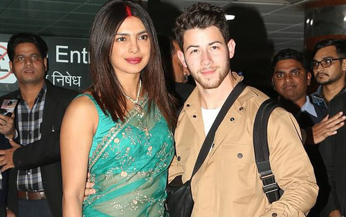 Nick Jonas và Hoa hậu Thế giới xuất hiện tình tứ tại sân bay sau