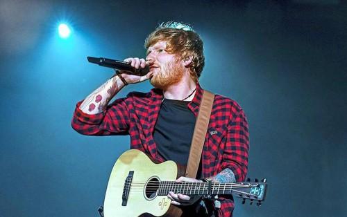 Ed Sheeran là nghệ sỹ bán đĩa