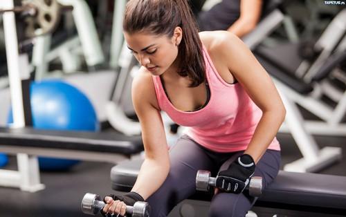 Không chỉ mang lại body lý tưởng, tập tạ còn mang đến nhiều lợi ích không ngờ sau
