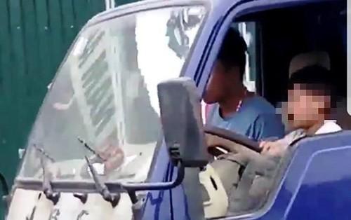 Bé trai 8 tuổi lái xe tải: Phạt chủ xe 8 triệu đồng