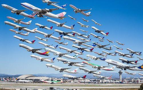 """Bức ảnh có 1-0-2: Cảnh tượng hàng trăm """"con chim sắt"""" khổng lồ cất cánh trên bầu trời"""