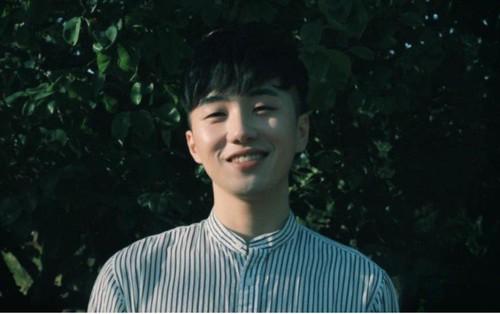 Chuyện gì đang xảy ra: Bài hát của nam ca sỹ vô danh bỗng dưng có trong lịch sử nghe nhạc của nhiều Kpop fan