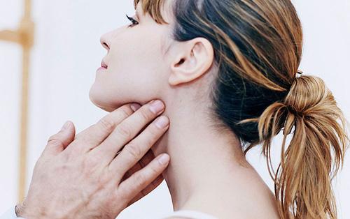 6 triệu chứng cảnh báo bệnh ung thư vòm họng bạn đừng nên bỏ qua