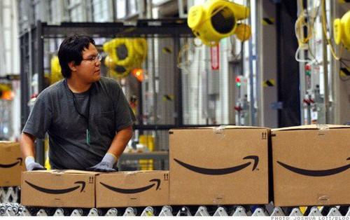 Nhân viên kho vận của Amazon kêu trời vì điều kiện làm việc khắc nghiệt, đi vệ sinh vào chai, bị giám sát như tù nhân