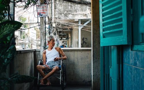 """Chùm ảnh: Cuộc sống của những người hơn 4 thập kỷ bên trong các """"chung cư hạng C"""" giữa Sài Gòn"""
