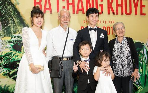 """Vợ chồng Lý Hải - Minh Hà dẫn 4 bé con đến ăn mừng ra mắt """"Lật Mặt 3"""""""