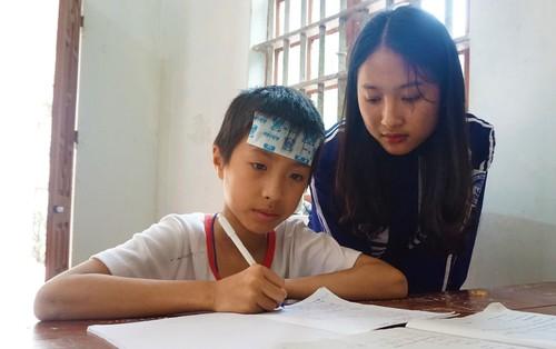 Đi học bằng tiền trợ cấp của người em trai động kinh, nữ sinh 18 tuổi liên tục đạt giải quốc gia môn Sử