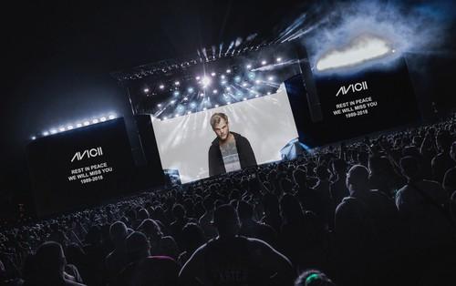 DJ Kygo khép lại set diễn tại Coachella với màn tưởng nhớ Avicii