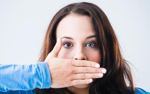 Hơi thở có mùi là dấu hiệu cảnh báo vấn đề sức khỏe gì?