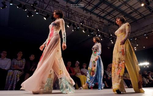 Trải nghiệm Tuần lễ thời trang Vietnam International Fashion Week qua lăng kính X-A5