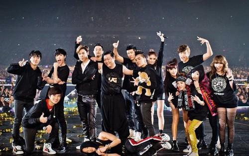 """""""Gà chiến"""" Big Bang nhập ngũ hết, YG làm concert gia đình để bù đắp nguồn thu?"""