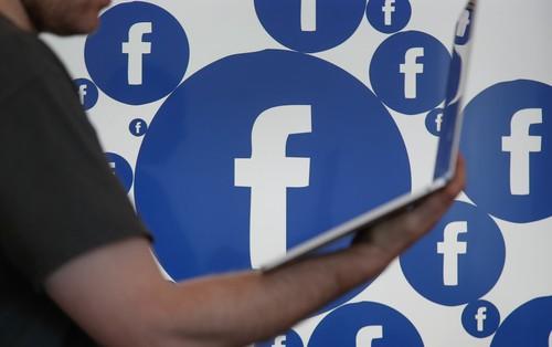 Trong năm nay, Facebook sẽ thuê 20.000 nhân viên chỉ để ngồi đọc và chấm điểm status của cư dân mạng