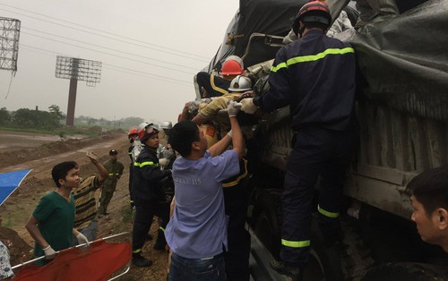 Xe tải đâm dồn toa trên cao tốc Pháp Vân - Cầu Giẽ trong ngày nghỉ lễ Giỗ Tổ Hùng Vương, 1 người tử vong