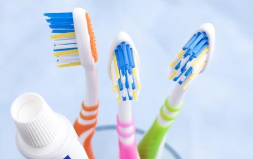 Sáng đánh răng hay bị chảy máu có thể là do những nguyên nhân này