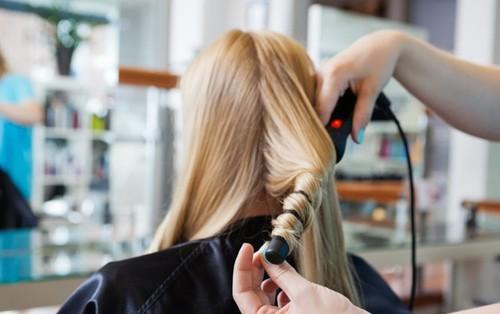 """Bạn có đang mắc phải những thói quen tưởng chừng vô hại nhưng lại khiến mái tóc """"khóc thét"""" hay không?"""