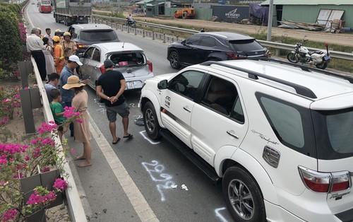 """Hàng nghìn ô tô """"chôn chân"""" từ sáng đến trưa trên cao tốc TP. HCM – Long Thành sau 2 vụ tai nạn liên tiếp"""