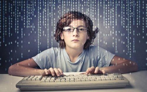Hack cả trường bằng website giả để chỉnh điểm thi, nam sinh Mỹ bị cảnh sát tìm đến tận nhà tóm