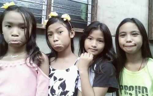 """""""Những cô bé tóc đuôi ngựa"""": Hội bạn thân người Thái cực nổi trên MXH Thái với loạt sản phẩm """"cây nhà lá vườn"""""""