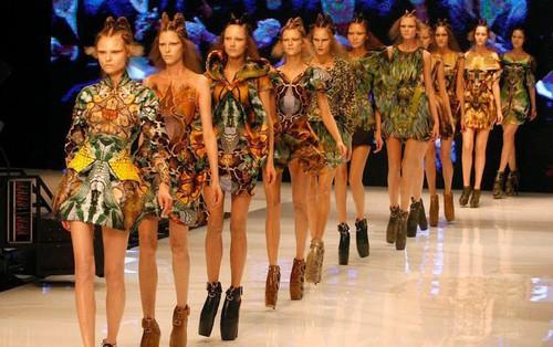 Nghề người mẫu tại Mỹ: Phải ăn bông gòn để ngày càng gầy hơn, bị bắt làm việc tới khuya, tuổi nghề ngắn ngủi, thu nhập ít ỏi