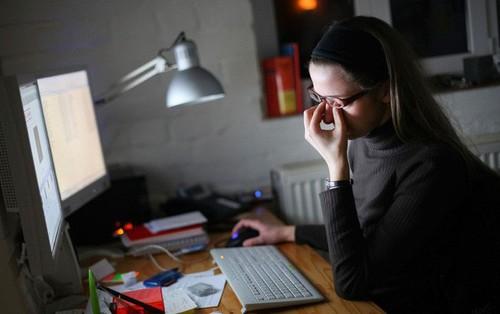 Cố thức đêm để làm việc ai ngờ mang đến bao hiểm họa sức khỏe khiến chúng ta mau gặp thần chết