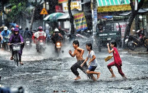 Áp thấp nhiệt đới có xu hướng mạnh lên, Hà Nội còn mưa to 2 ngày tới