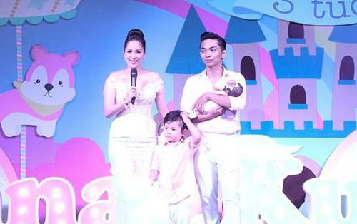 """Vợ chồng Khánh Thi - Phan Hiển tiết lộ tên thật """"độc lạ"""" của con gái trong lễ đầy tháng"""
