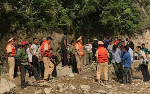 """""""Người hùng"""" cứu 7 nạn nhân vụ lật thuyền ở Lai Châu"""