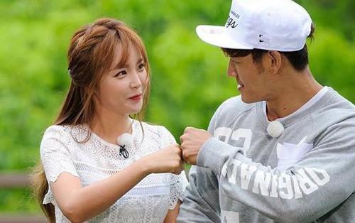 Liên tục thể hiện tình ý, Kim Jong Kook cuối cùng tiết lộ thực hư mối quan hệ ngoài đời với Hong Jin Young