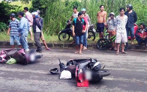 TP.HCM: Bị container tông chết trên đường về quê ra mắt gia đình, chàng trai ôm thi thể người yêu khóc ngây dại