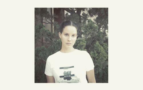 """""""Sầu nữ"""" Lana Del Rey tung nhạc mới dài tận 10 phút, đã khó nghe nay lại còn... """"đinh tai nhức óc"""""""