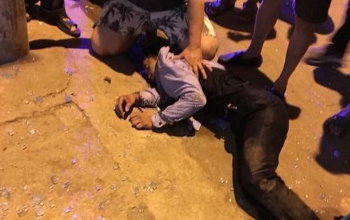 3 đối tượng mang súng, đi ô tô vào cướp tiệm vàng tại Sơn La