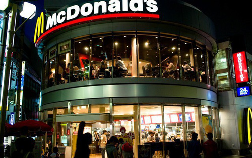 """Góc nhìn thú vị lý giải thất bại của Mc Donald's và Burger King tại Việt Nam của tạp chí Mỹ: """"Sao phải ăn burger khi Việt Nam đã có Phở?"""""""