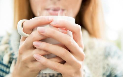 Uống nước ấm vào sáng sớm giúp bạn thu về 6 lợi ích đáng ngạc nhiên cho sức khỏe