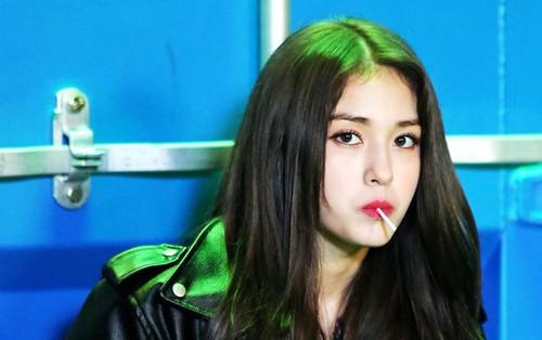 """Somi nói gì sau bài đăng được cho là """"ám chỉ"""" mình từ Park Jin Young?"""