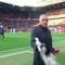 """Nhà đài """"hết hồn"""" khi Mourinho phũ phàng hất nước vào máy quay truyền hình"""