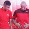 """Đọ bụng mỡ với Công Vinh, huyền thoại Roberto Carlos khiến fan Việt Nam cười """"bể ruột"""""""