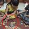 Phụ huynh đau đầu vì con trẻ xem clip trên mạng rồi đòi mua bộ nồi to bằng nắm tay về để nấu ăn