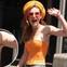 """Mặc áo trễ nải khoe vòng 1, Bella Thorne lộ luôn vùng cánh """"rậm rạp"""" kém vệ sinh"""