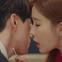 """Học lỏm bí kíp """"cua trai"""" của Yoo In Na với màn """"nhỡ chạm tay anh"""" siêu đỉnh trong """"Touch Your Heart"""""""
