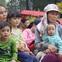 Bố mất chưa giỗ đầu thì chồng đột ngột qua đời, người mẹ trẻ một nách 3 con bật khóc khi được lên xe miễn phí về quê đón Tết