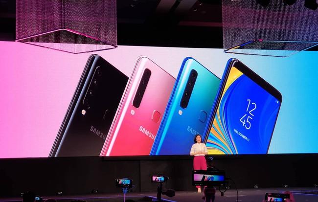 """Samsung Galaxy A7 và A9 (2018) chính thức ra mắt: Smartphone nhiều """"mắt"""" nhất thế giới với 4 camera sau"""