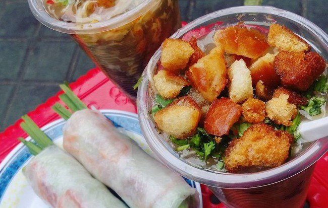 """Cần gì đi xa, """"team ở nhà"""" sao không ra ngay khu chung cư Phan Xích Long  khám phá một loạt hàng ăn này"""