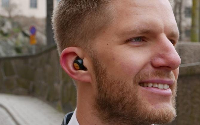 Chiếc tai nghe siêu nhỏ này hoàn toàn không dùng dây để nghe hay sạc