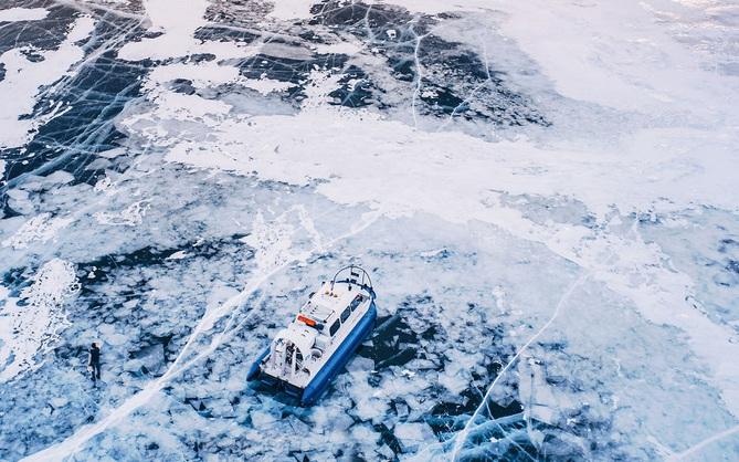 Ngắm nhìn hồ băng đẹp như cổ tích ở miền nam nước Nga