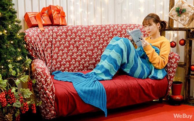 Giáng sinh này, mua chăn Tiên cá để hiểu vì sao nàng Tiên cá lại cố sống cố chết đòi đổi chân người