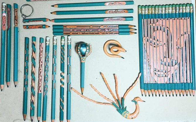 """Thanh niên khéo tay """"hô biến"""" bút chì thành con rắn, chim công và cả tranh chân dung cực chất"""