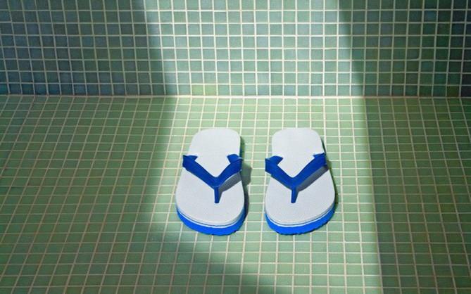 """Truy tìm đôi dép đi nhà tắm chân ái xứng được """"thị tẩm"""" hàng ngày"""