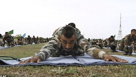 Lạ kỳ chuyện học Yoga để giảm... án tù ở Ấn Độ - Ảnh 1.